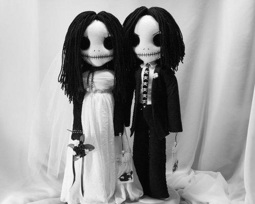 Resultado de imagen de muñecas terrorificos en una tarta