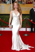 Isla Fisher accessorised her Oscar de la Renta gown with Bulgari jewels