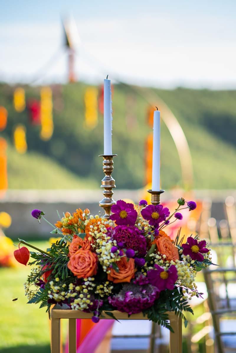 Decoración de velas y flores