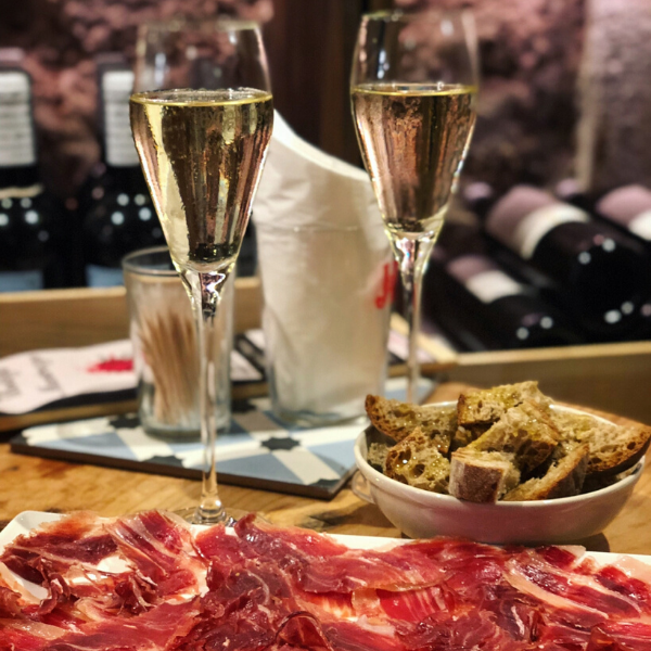Golden Wine Tasting Voucher Wine bar and wine shop in Barcelona Bodega Maestrazgo Spain