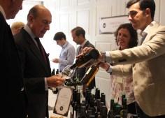 Beltrán Domecq degustando los Vinos en Rama Cruz Vieja