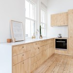 Un petit apartement rénové en contreplaqué