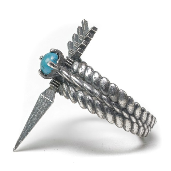 Quanah arrow ring silver left side