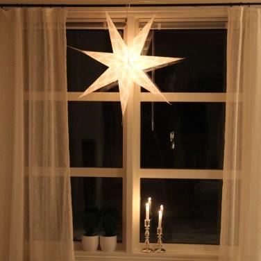 Adventsstjerne i vinduet