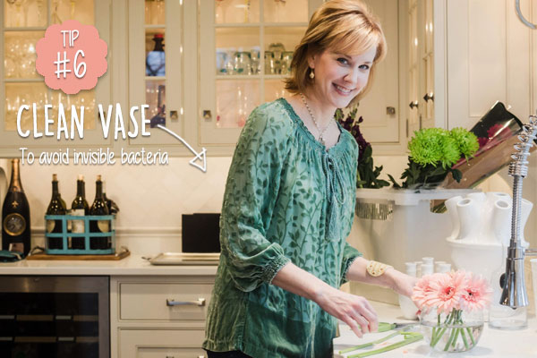 Keep-cut-flowers-fresher-for-longer-by-always-using-a-clean-vase