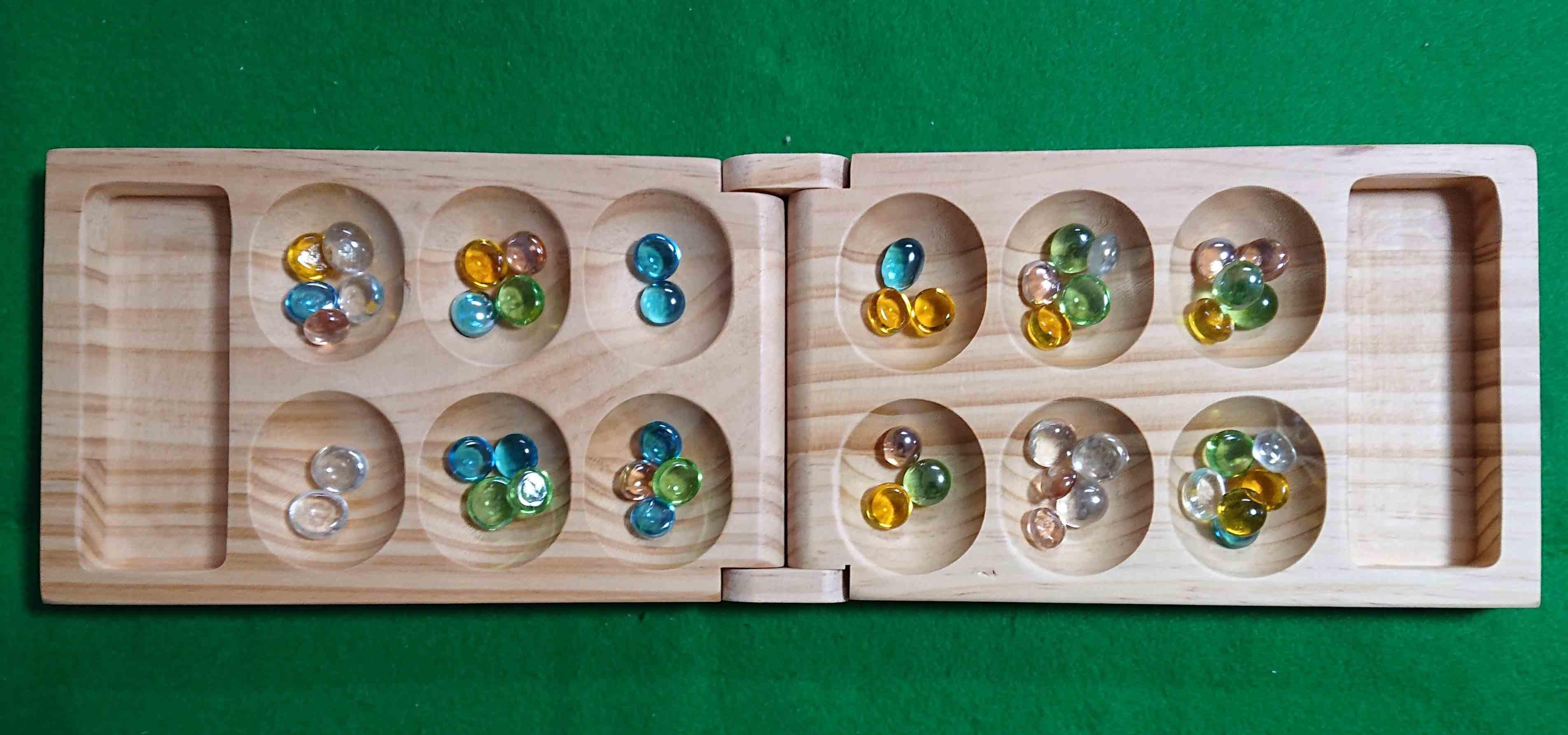 マンカラ カラハ 伝統のボードゲーム ルールはシンプル 子供の知育にも役立ちそうです!