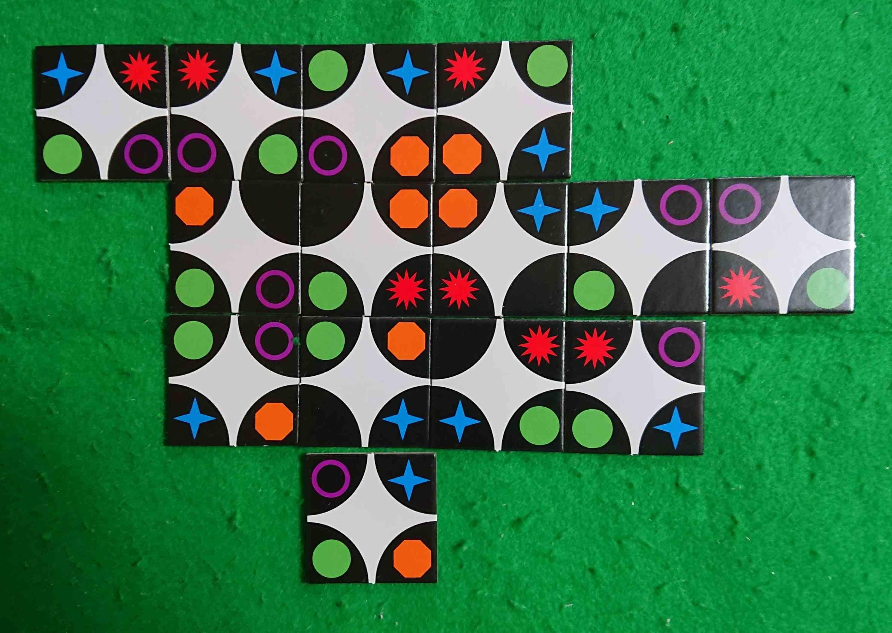 AXIOROTA(アクシオロータ) タイルを上手く配置して得点を稼げ! パズル系 ボードゲーム