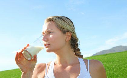 Reine Buttermilch löscht den Durst, ergänzt sportliche Aktivitäten und ist vor allem Bestandteil einer abwechslungsreichen, gesunden Ernährung.