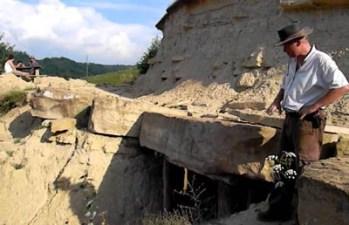 Bosnia Pyramid Tour vratrica-tumulus