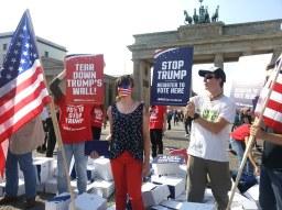 Facepainting Flagge Stop Trump (3)