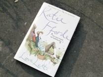 Dit kon toch niet ontbreken! Een boek van Katie Fforde voor 1£ in Poundland!