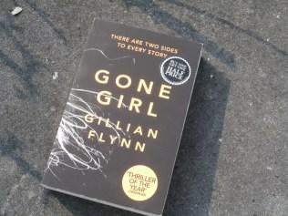 Een populair boek dat je overal ziet voorbijkomen. Na een artikeltje uit de Standard erover gelezen te hebben was ik overtuigd.