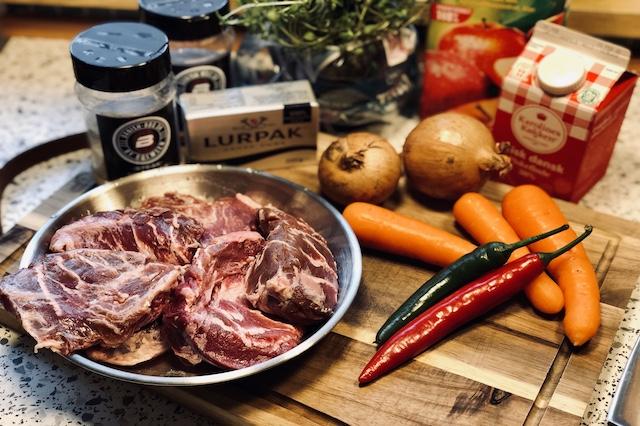 Ingredienser til Braiseret Svinekæber i Flødesovs