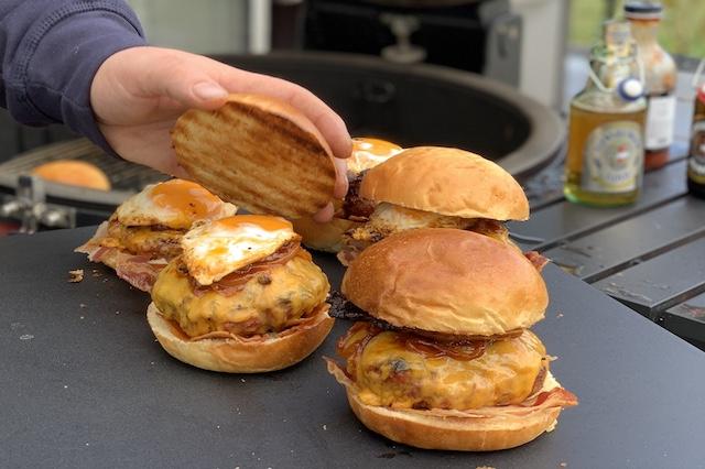 Sidste step af de her Horny BaconDrengerøvsburger
