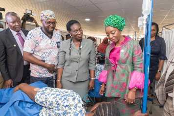 Governores Wife Dr Ibijoke Sanwolu visiting healing patient