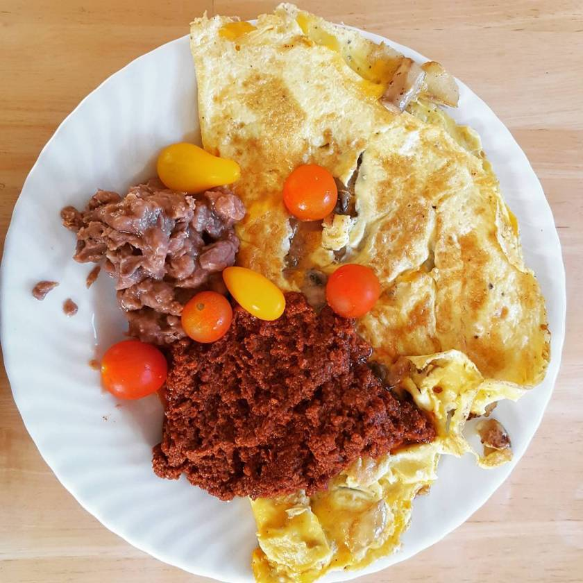 Huevos con chorizo 🍳🍄🍅💣