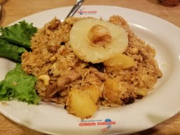 Shrimp fried rice with chicken and pineapples