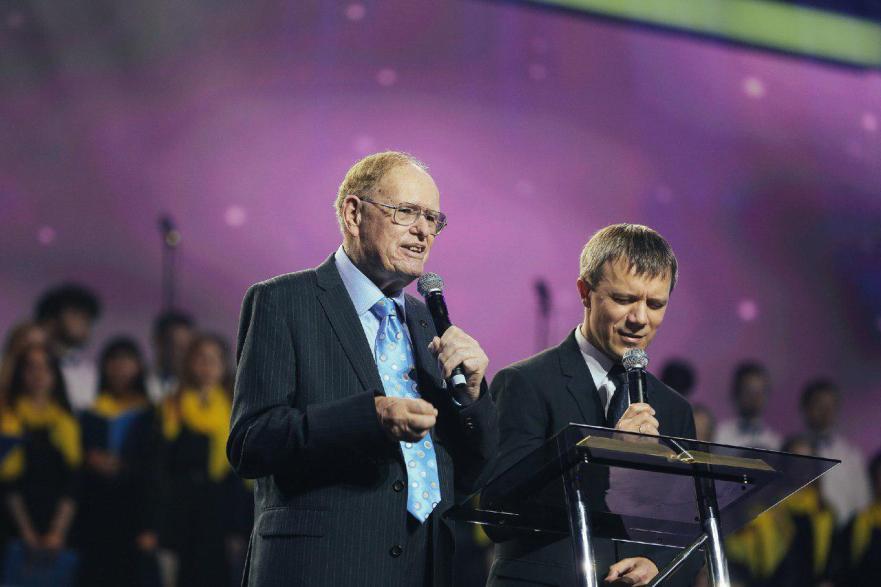 Национальный день молитвы за Украину собрал около 8 000 человек
