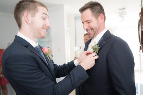 groomsmen pinning boutineer