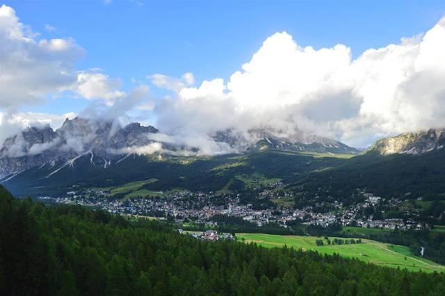 "Cortina d'Ampezzo, vazuta de la ""Belvedere"""