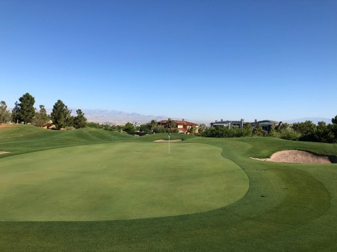 Side view of 1st green with Vegas view blocked by a couple new homes that were built since my last visit.