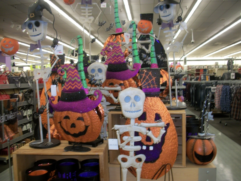 Get inspired to spookify your home, plan for a fun party and celebrate the halloween season in style! Boo Gleech