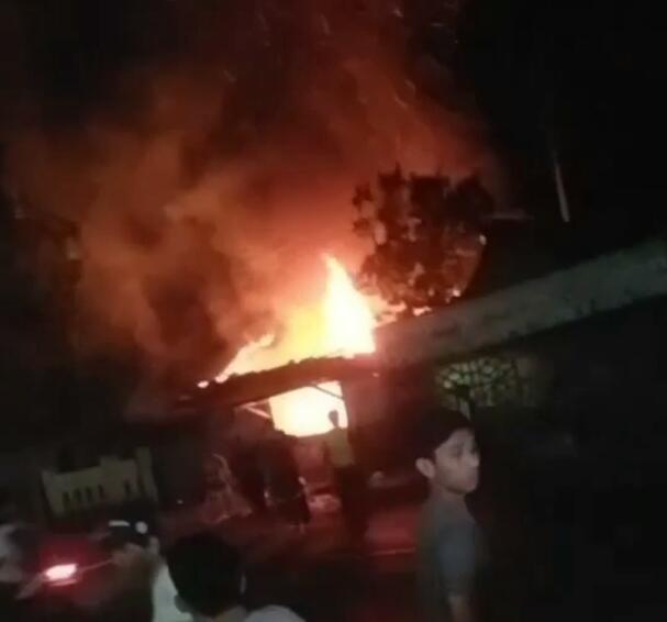 Kebakaran di Kampung Pasir Gudang Ciranjang Kabupaten Cianjur, 2 Unit Kios Beserta 4 Unit Motor Ludes