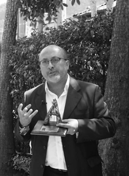 El sacerdote Wilfredo Grajales, director de Idipron