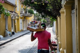street sellers in cartagena colombia