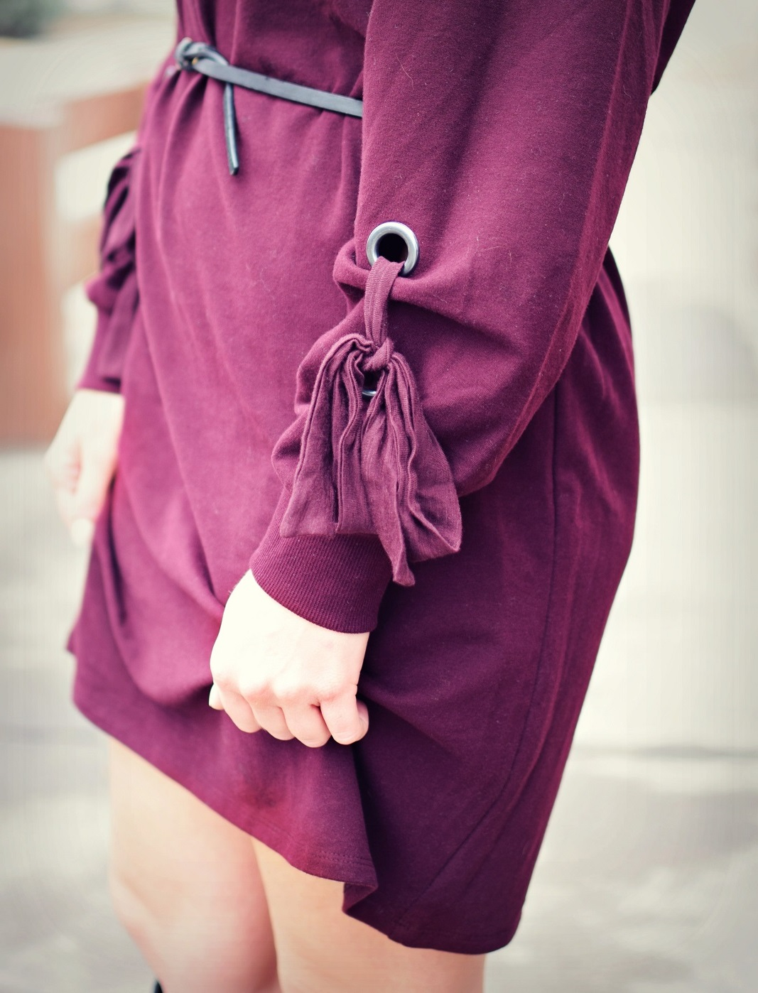 vince camuto maroon dress with tie sleeve