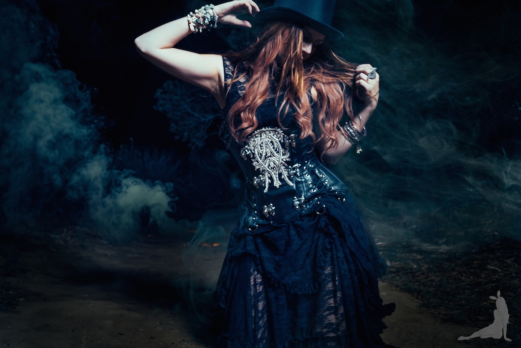 violet-vixen-corset-stevie-nicks-top-hat-rock-fashion-smoke-bomb-boho-blogger-fleetwood-mac 21 (1)