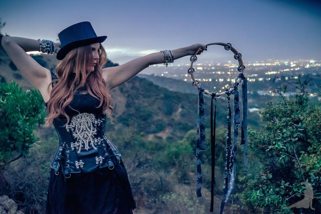 violet-vixen-corset-stevie-nicks-top-hat-rock-fashion-smoke-bomb-boho-blogger-fleetwood-mac 7 (1)
