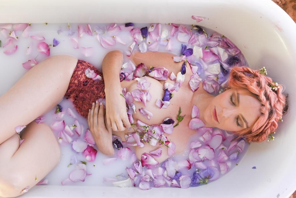 flower-bath-flores-lane-soy-candles-boho-bunnie-overtone-hair-color-inspiration-rose-milk-bohemian-fashion-blogger-joshua-tree-retreat- 12