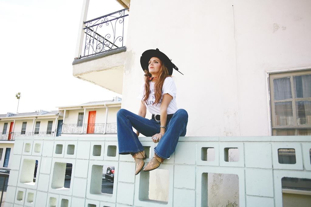 worn-free-gram-parsons-fallen-angels-vintage-rock-tee-billi-blues-western-cowboy-boots-vintage 4
