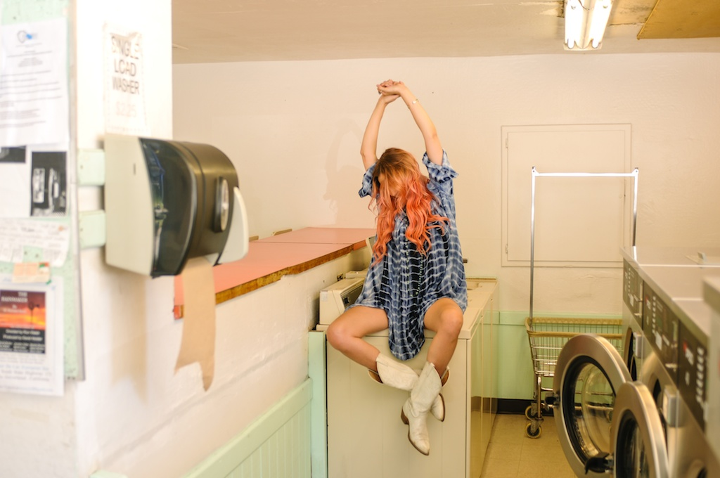 femmebot-clothing-tie-dye-mumu-laudromat-bohemian-fashion-blogger-boho-bunnie-big-bear-cowboy-boots-western-overtone-hair-color-hot-rocks 18