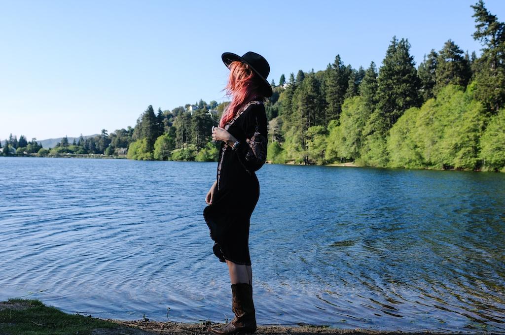 femmebot-clothing-big-bear-ukulele-boho-bunnie-embroidery-overtone-hair-color-bohemian-fashion-blogger-cowboy-boots-tweed-uke-case-stevie-nicks-dress 12