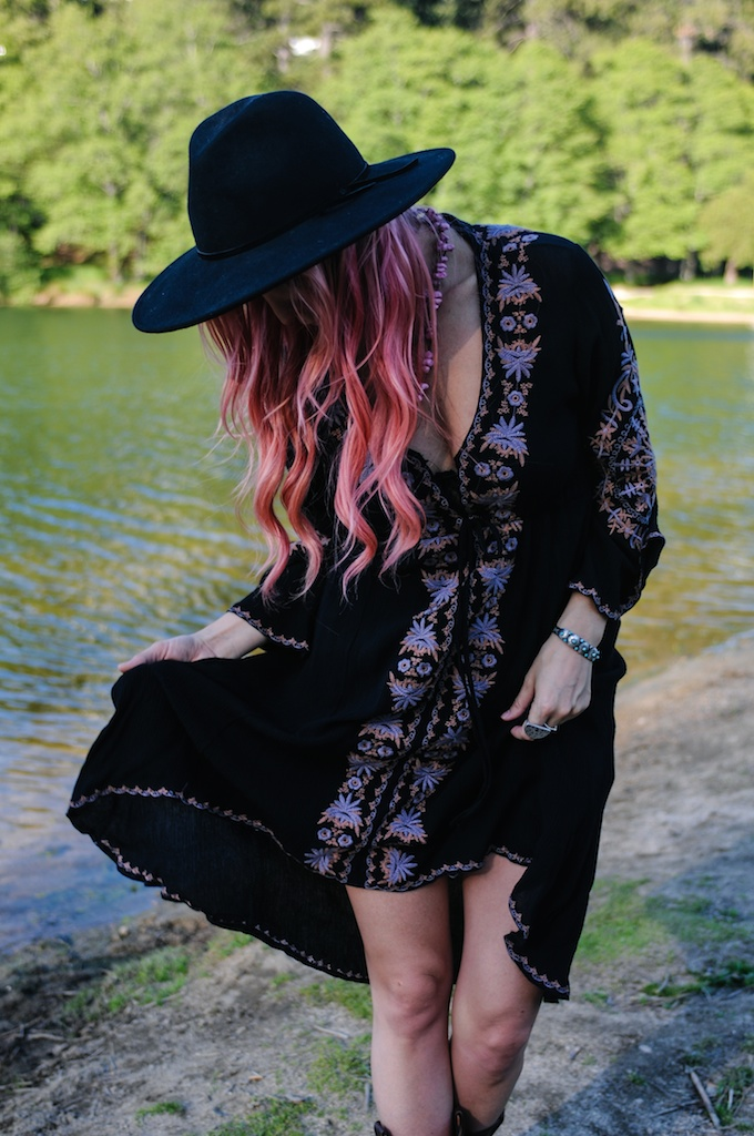 femmebot-clothing-big-bear-ukulele-boho-bunnie-embroidery-overtone-hair-color-bohemian-fashion-blogger-cowboy-boots-tweed-uke-case-stevie-nicks-dress 14