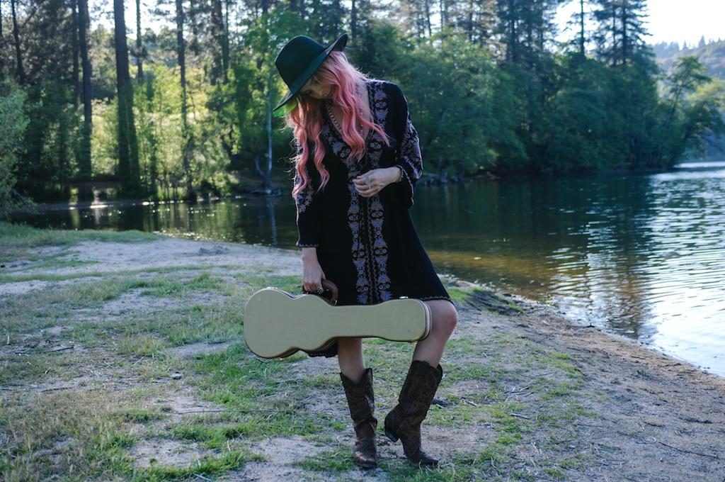 femmebot-clothing-big-bear-ukulele-boho-bunnie-embroidery-overtone-hair-color-bohemian-fashion-blogger-cowboy-boots-tweed-uke-case-stevie-nicks-dress 5
