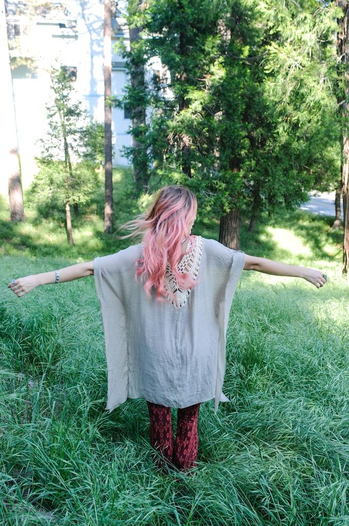 femmebot-clothing-crochet-poncho-bohemian-fashion-blogger-overtone-hair-color-kaftan-big-bear 21
