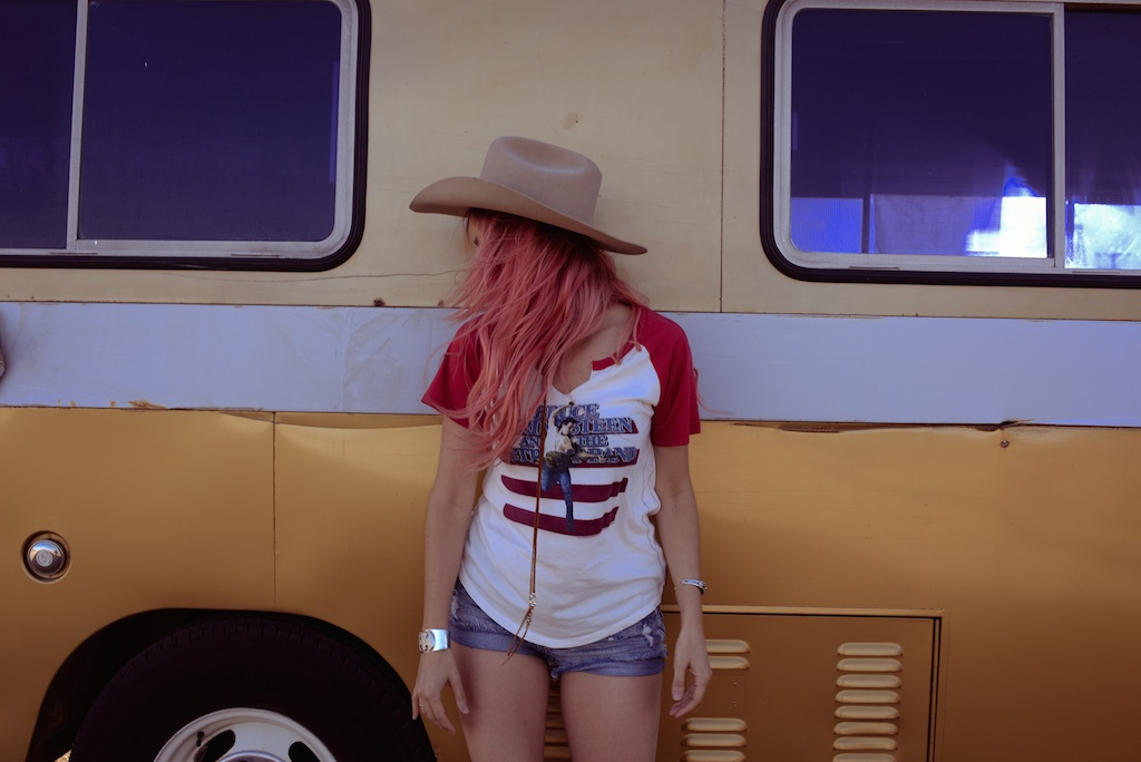 pink-arrows-boutique-boho-bunnie-pioneertown-fpme-trunk-vintage-tee-fashion-blogger 9