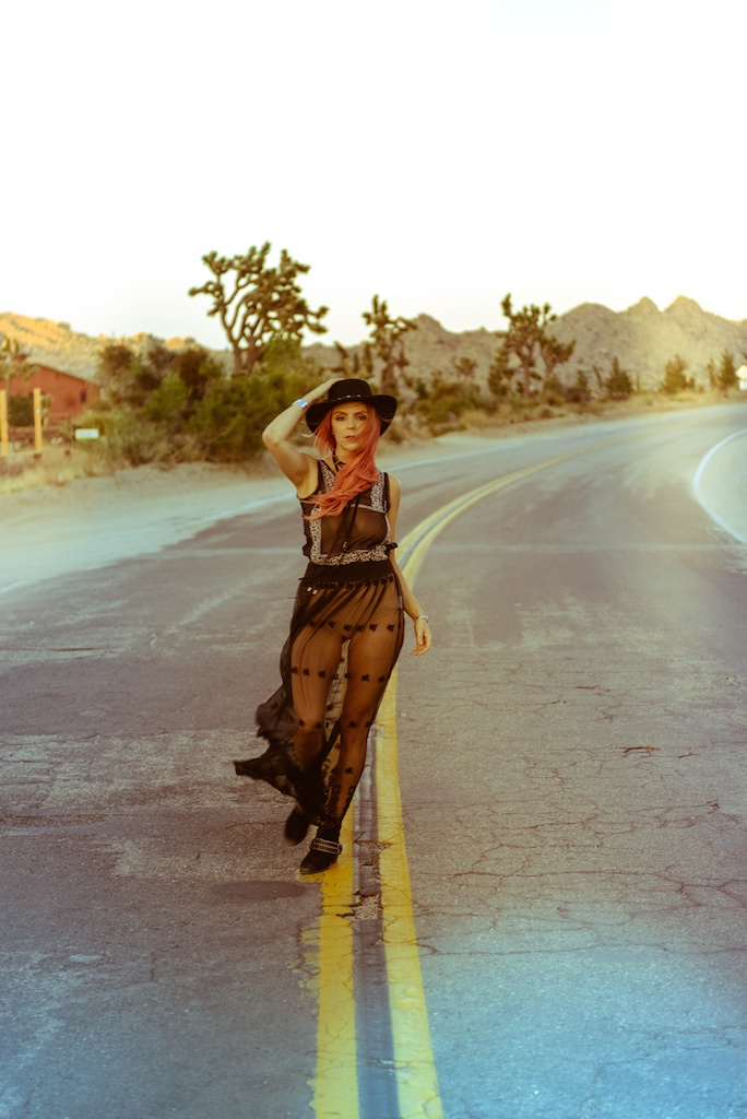 gypsy-junkies-joshua-tree-desert-pioneertown-pappy-and-harriets-western-fashion-travel-blogger-boho-bunnie-bohemian-15