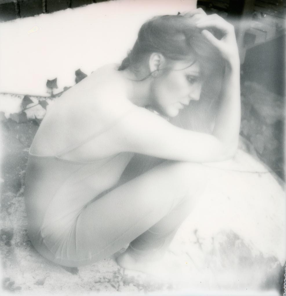 polaroid-impossible-project-violin-laurel-canyon-fashion-blogger-instant-film-vintage-violin-bohemian-valentines-day-photo-shoot-10