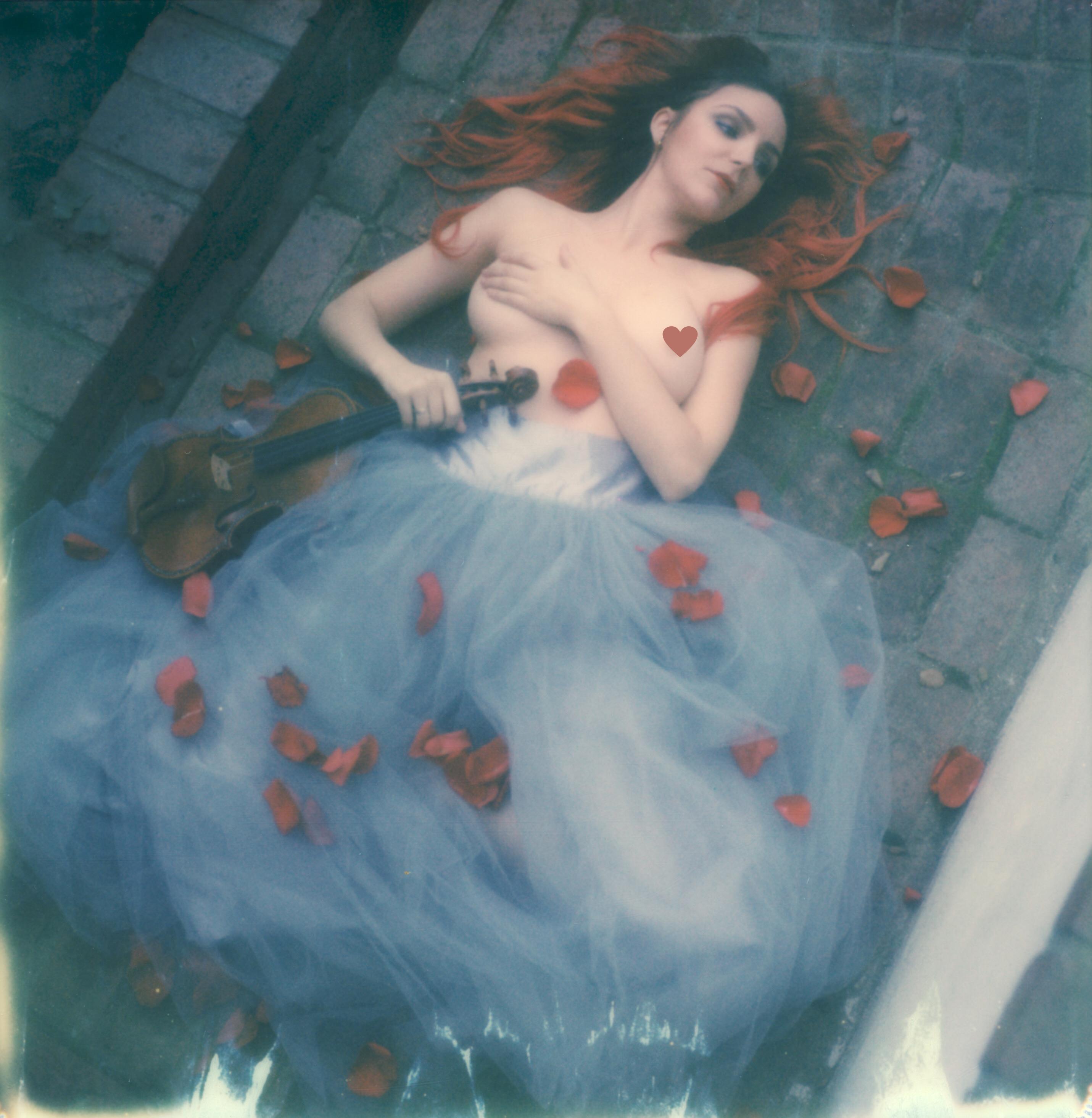 polaroid-impossible-project-violin-laurel-canyon-fashion-blogger-instant-film-vintage-violin-bohemian-valentines-day-photo-shoot-18