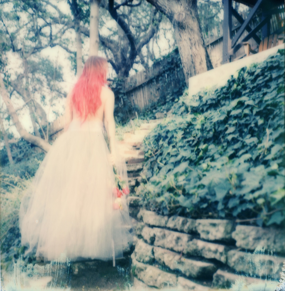 polaroid-impossible-project-violin-laurel-canyon-fashion-blogger-instant-film-vintage-violin-bohemian-valentines-day-photo-shoot-3