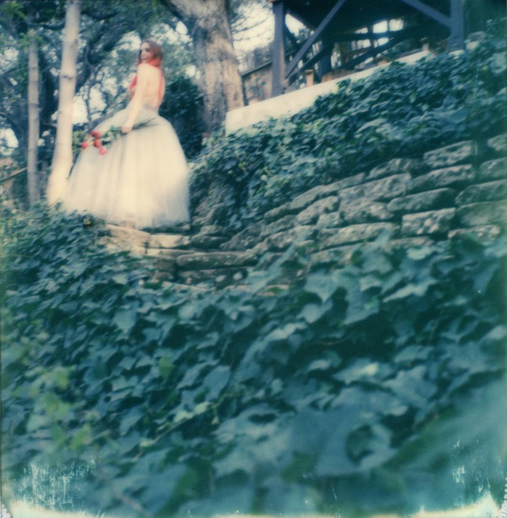 polaroid-impossible-project-violin-laurel-canyon-fashion-blogger-instant-film-vintage-violin-bohemian-valentines-day-photo-shoot-9