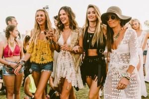 Chicas con vestidos de estilo bohemio
