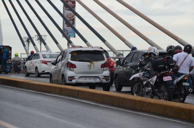 man found dead inside car in marcelo fernan bridge