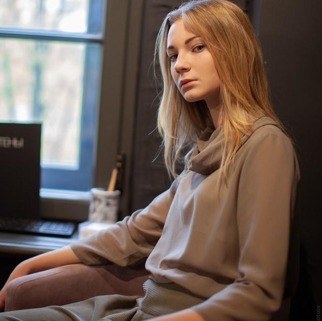 WonderMary блузка из натурального шелка серая