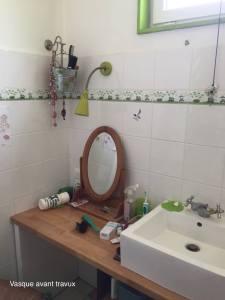 Salle de bain initiale avec lavabo