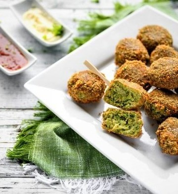 Meatballs with broccoli